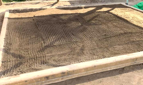 砂場の消毒と砂の補充